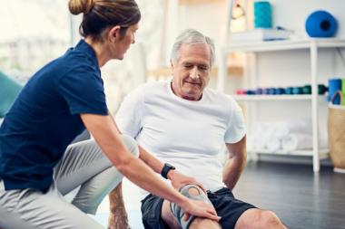 一条带、两个动作 | 前交叉韧带重建术后稳定髋关节-提高膝盖控制力-前叉之家